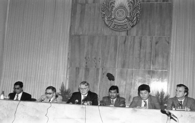 27-11-95-press-conferencce-to-announce-the-start-of-ispat-678x430