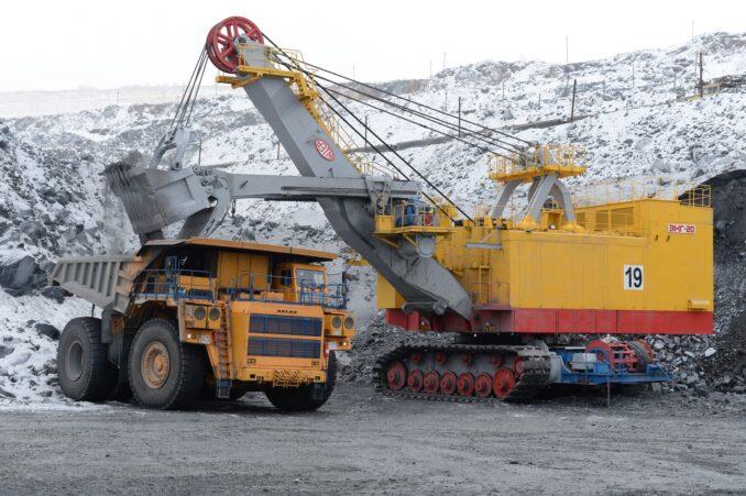 metalloinvest-obnovlyaet-park-karernoj-tehniki-lebedinskogo-goka-678x451